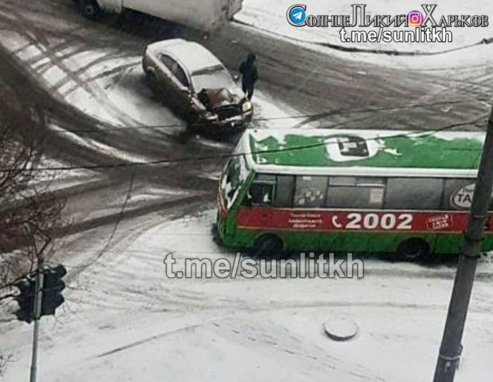 "В Харькове ""маршрутка"" столкнулась с авто ""Chevrolet Aveo"", - ФОТО, фото-2"