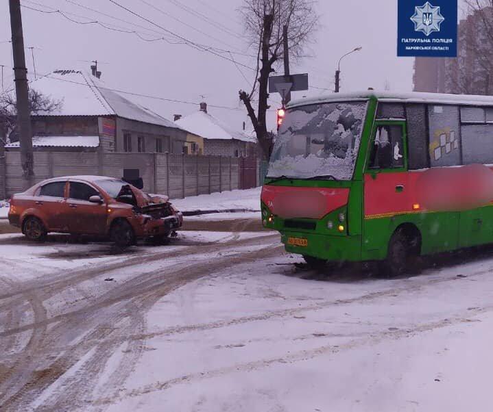 "В Харькове ""маршрутка"" столкнулась с авто ""Chevrolet Aveo"", - ФОТО, фото-1"