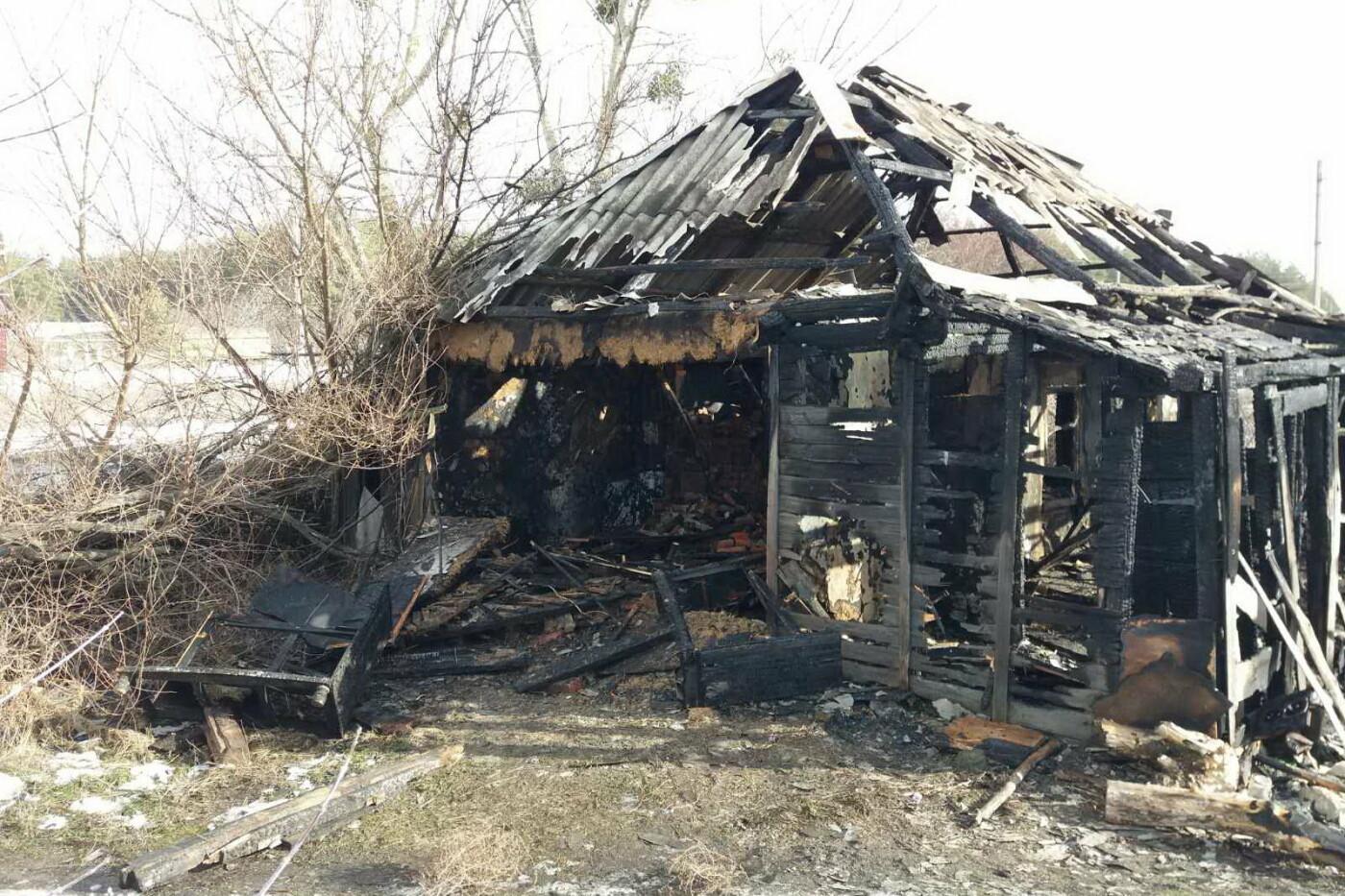 На Харьковщине загорелся дом. Внутри задымленного помещения спасатели нашли тело мужчины, - ФОТО, фото-2