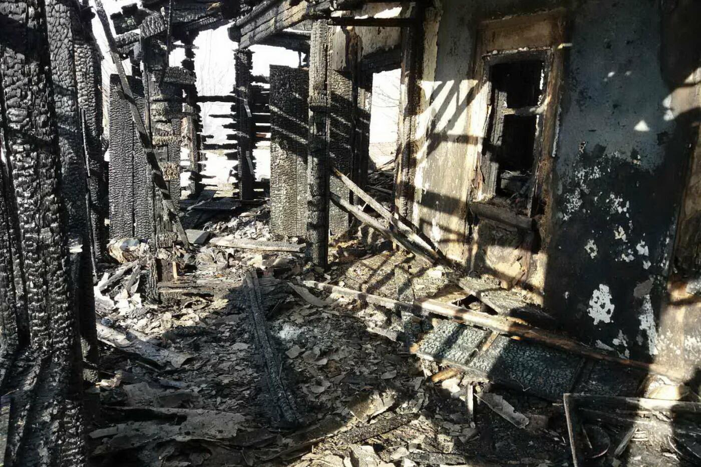 На Харьковщине загорелся дом. Внутри задымленного помещения спасатели нашли тело мужчины, - ФОТО, фото-4