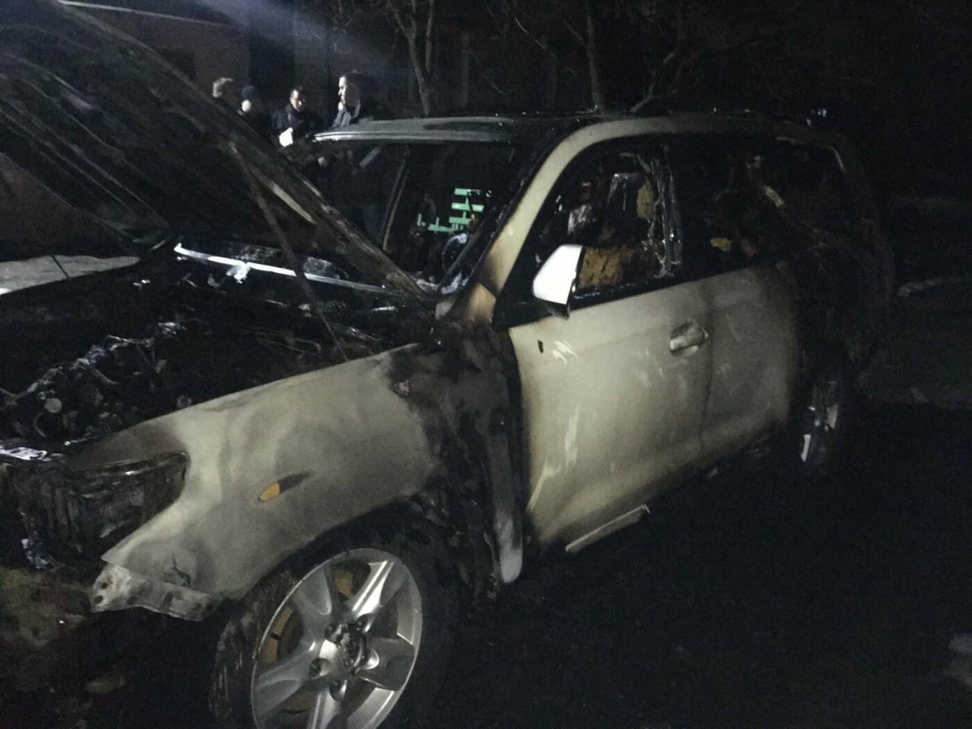 В Харькове загорелся внедорожник, припаркованный во дворе «многоэтажки», - ВИДЕО, ФОТО, фото-1