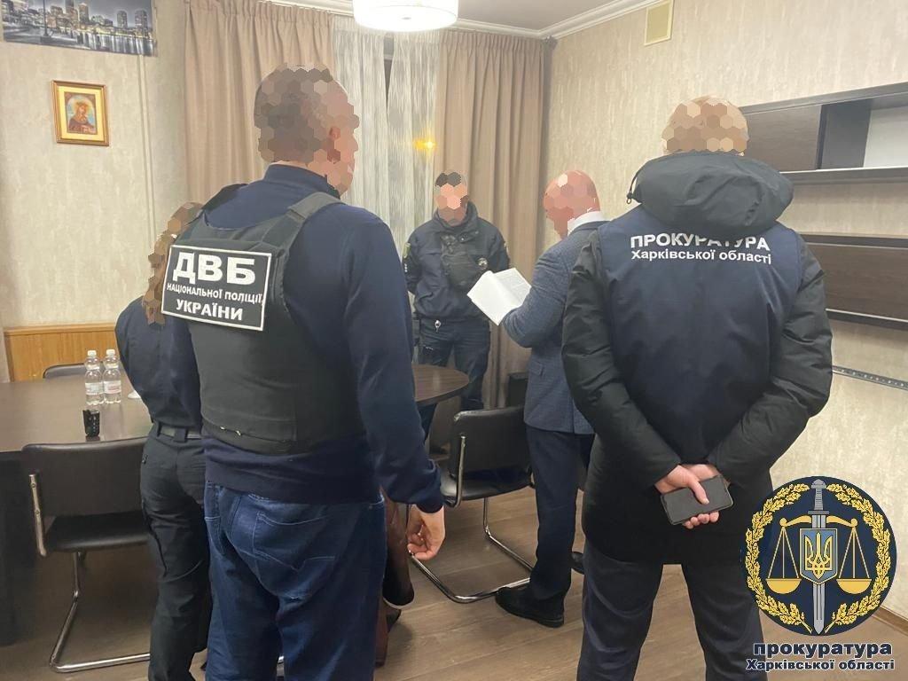 Взяли взятку через мобильное приложение: в Харькове силовики «накрыли» двух патрульных, - ФОТО, фото-1