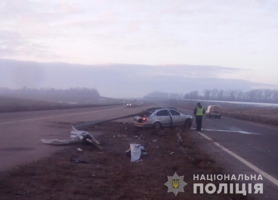 На Харьковщине пострадал пассажир авто, «влетевшего» в металлический отбойник, - ФОТО, фото-2