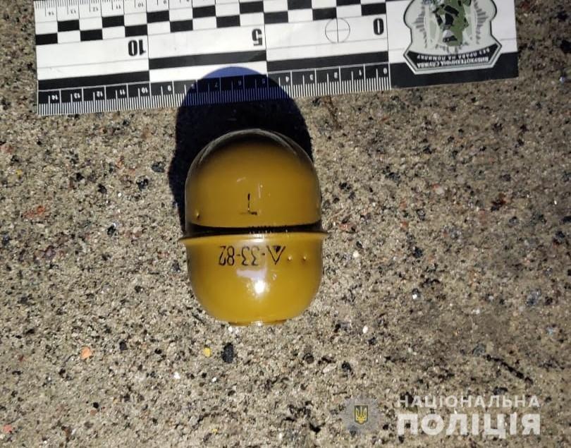 В Харькове неизвестные положили боевую гранату на лобовое стекло припаркованного авто, - ФОТО, фото-2