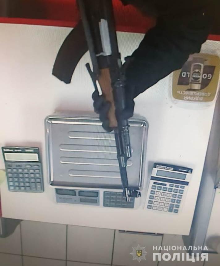 На Харьковщине племянник криминального авторитета напал на магазин с макетом автомата, - ФОТО, фото-2