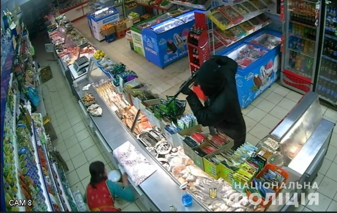 На Харьковщине племянник криминального авторитета напал на магазин с макетом автомата, - ФОТО, фото-1
