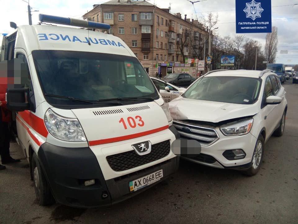 В Харькове водитель внедорожника врезался в авто «скорой» помощи, - ФОТО, фото-2