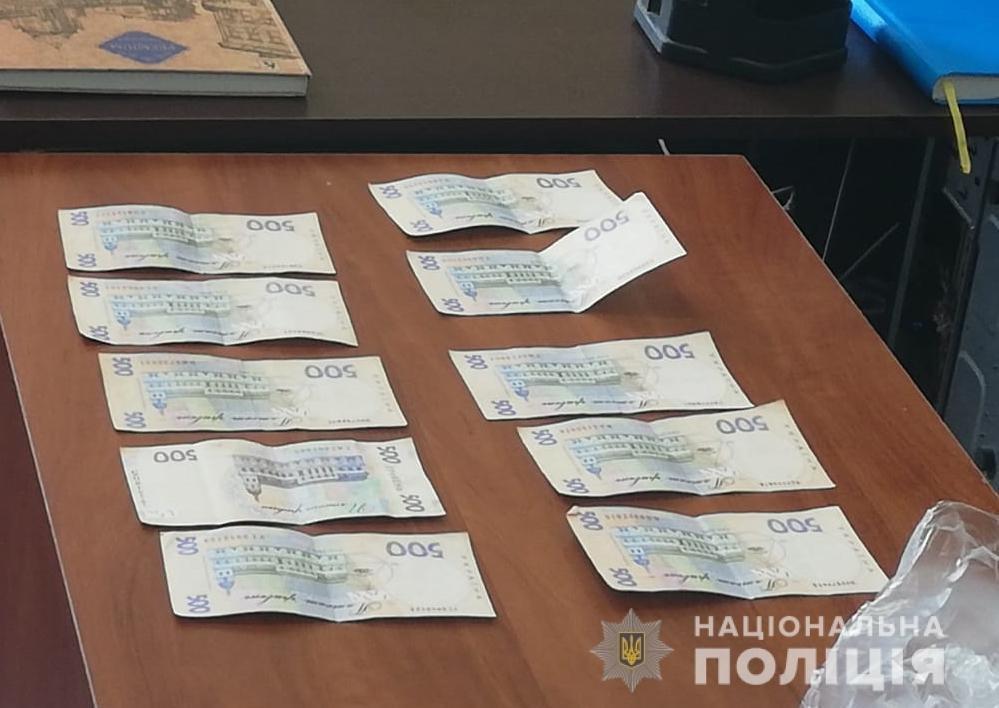 На Харьковщине мужчина пытался подкупить «копа» в служебном кабинете, - ФОТО, фото-2