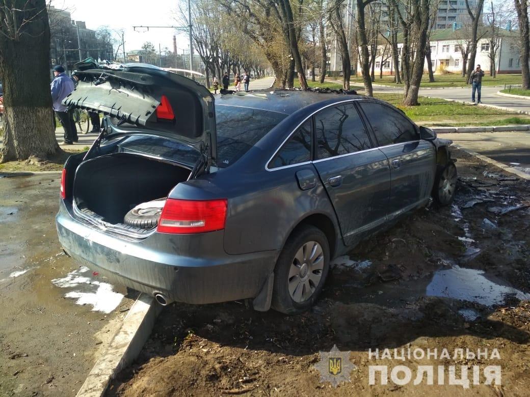 В Харькове столкнулись «Skoda» и «Audi»: один из автомобилей загорелся, два человека пострадали, - ФОТО, фото-3