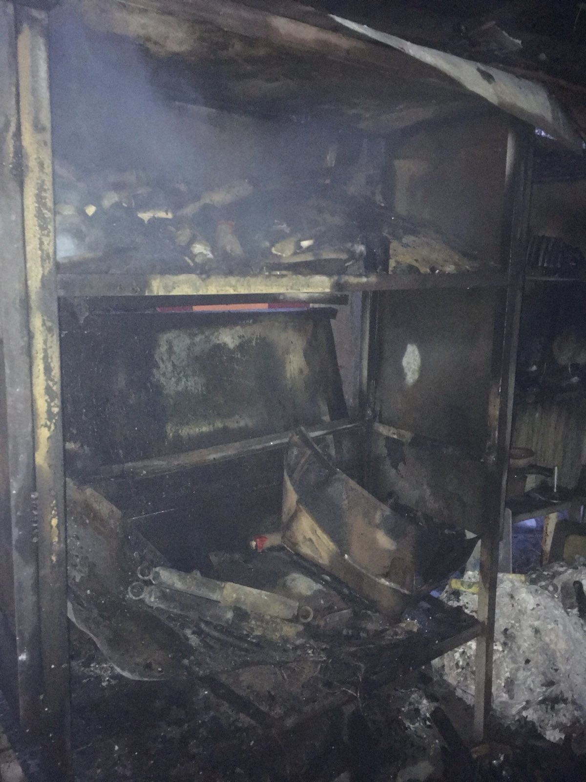 В центре Харькова горело нежилое здание. Спасатели вытащили из огня мужчину, - ФОТО, фото-1