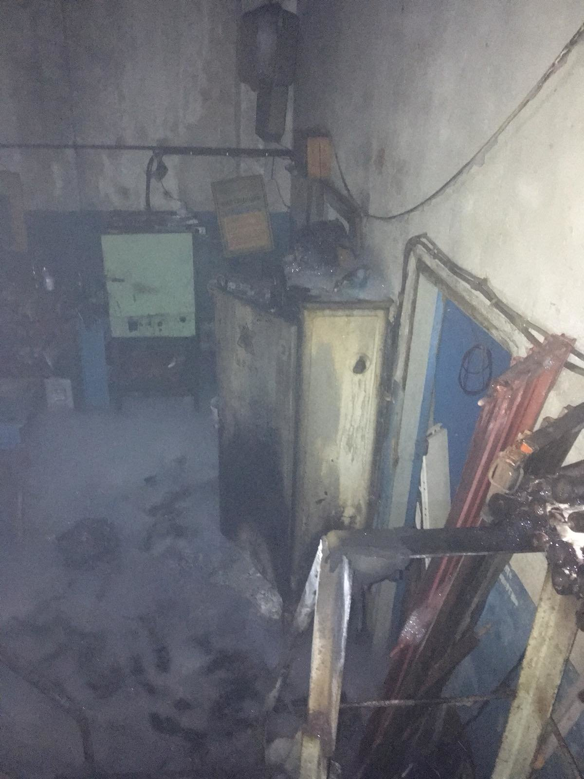 В центре Харькова горело нежилое здание. Спасатели вытащили из огня мужчину, - ФОТО, фото-2