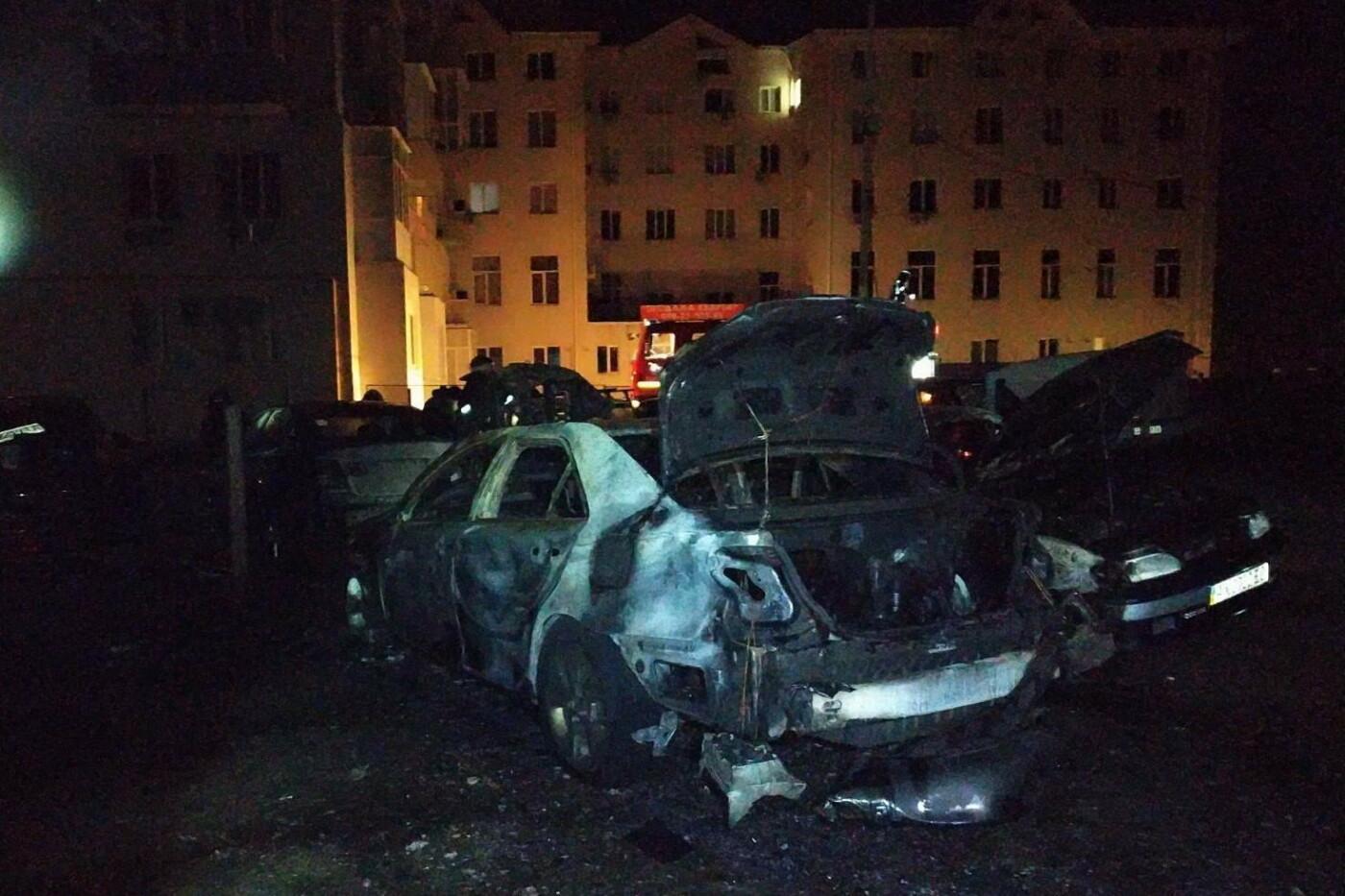 В Харькове неизвестные подожгли автостоянку: сгорели два авто и еще три повреждены, - ФОТО, фото-2
