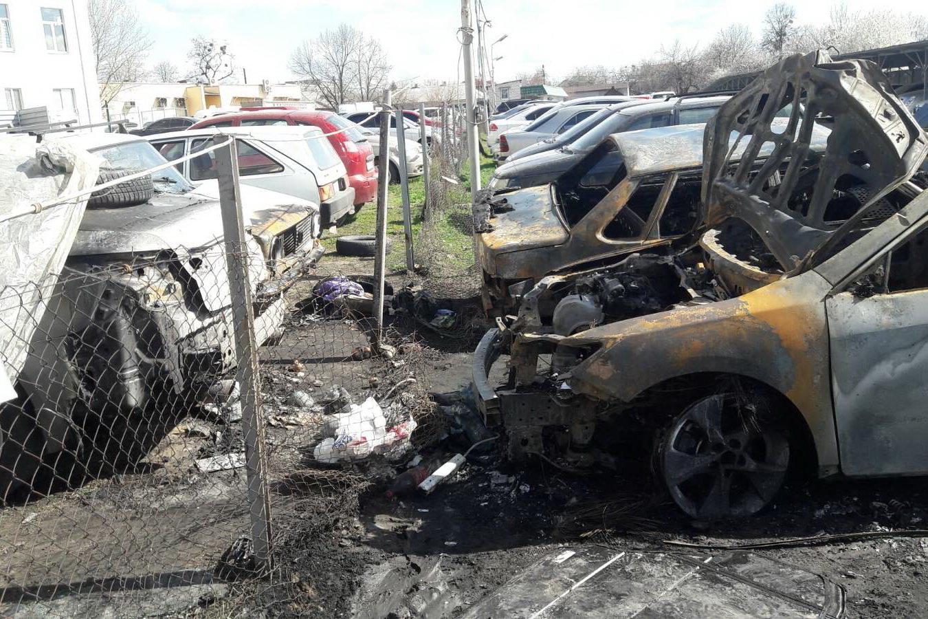 В Харькове неизвестные подожгли автостоянку: сгорели два авто и еще три повреждены, - ФОТО, фото-3