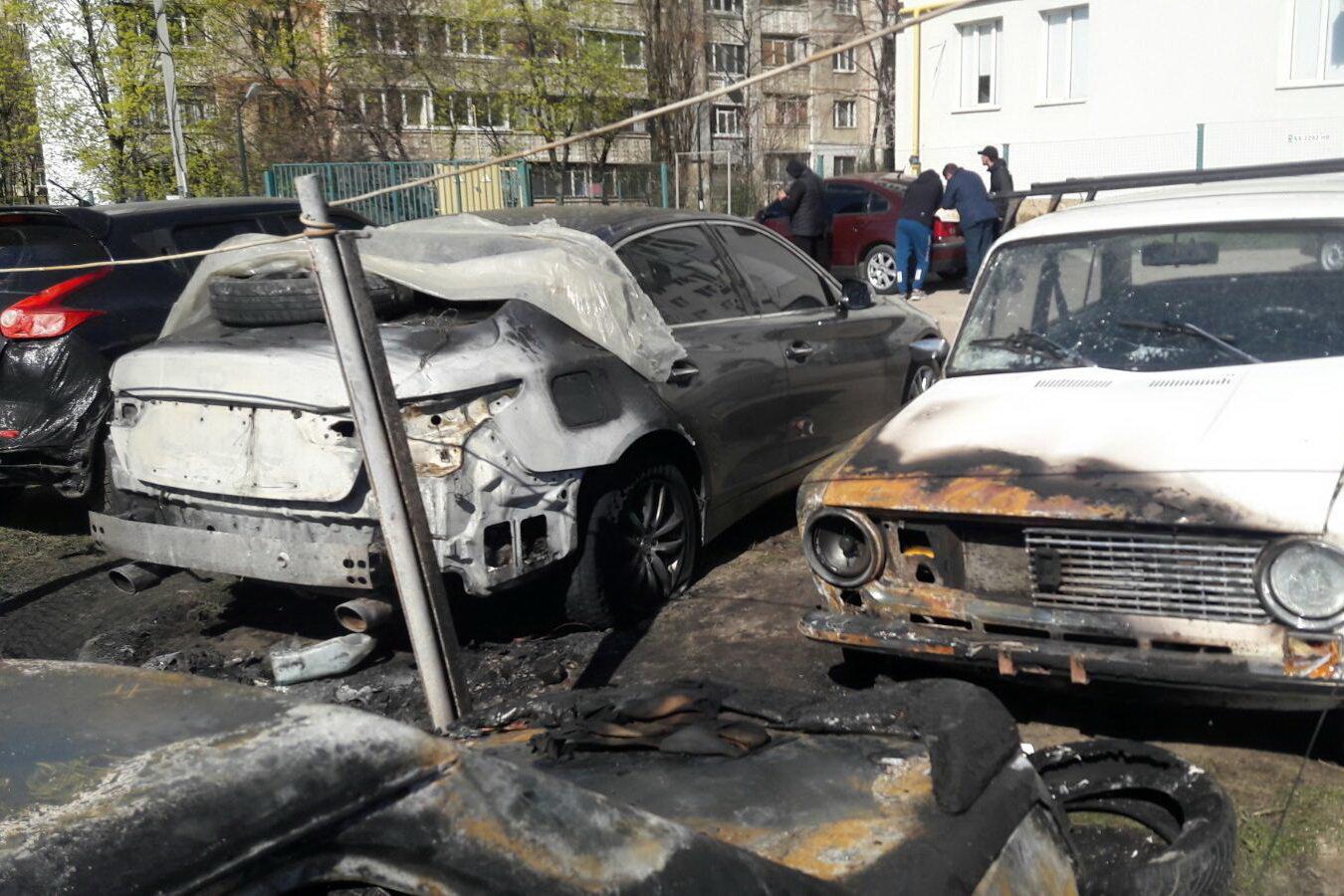 В Харькове неизвестные подожгли автостоянку: сгорели два авто и еще три повреждены, - ФОТО, фото-4