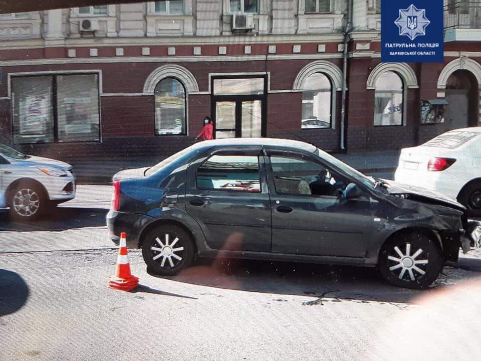 В Харькове автомобиль «Renault» врезался в авто «ВАЗ» и трамвай, - ФОТО, фото-2