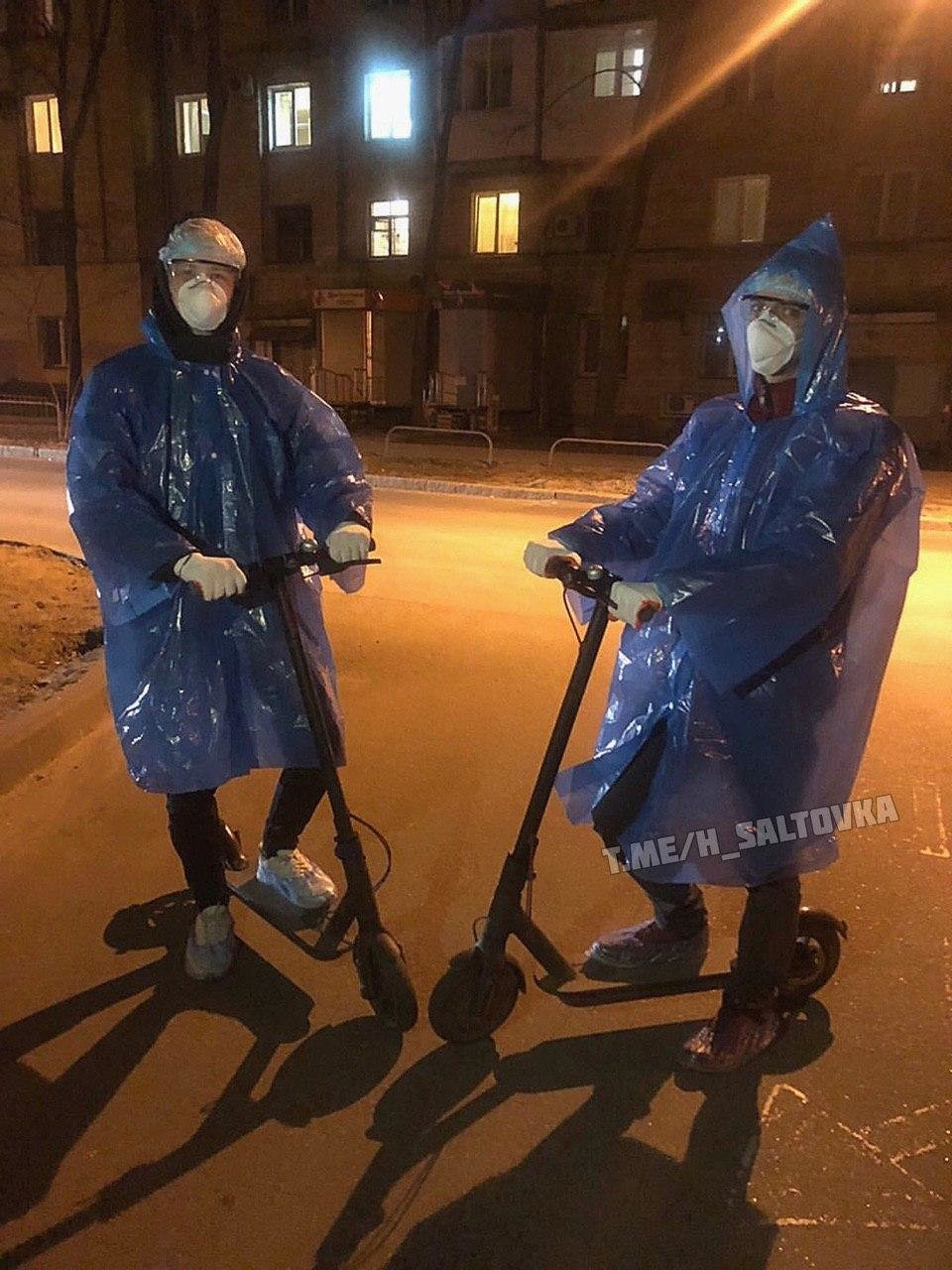 От костюмов химзащиты до целлофановых пакетов. Как харьковчане «защищаются» от коронавируса, - ФОТО, фото-7