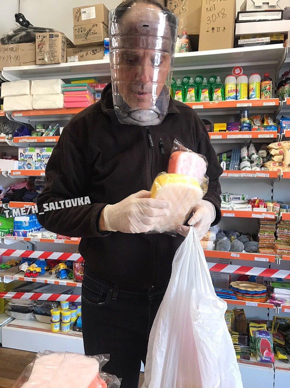 От костюмов химзащиты до целлофановых пакетов. Как харьковчане «защищаются» от коронавируса, - ФОТО, фото-14