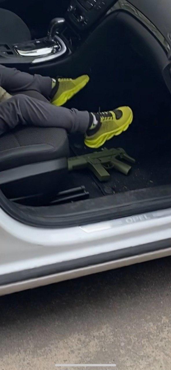 """В Харькове полицейские задержали водителя авто с ребенком, """"вооруженным"""" игрушечным автоматом, - ФОТО, фото-2"""