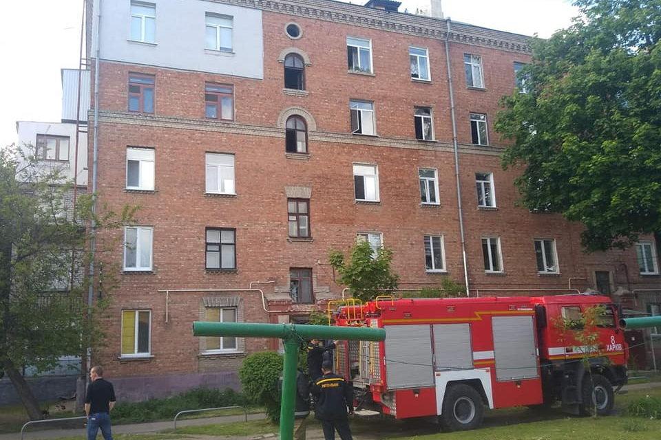 Задыхались от дыма и не могли выбраться: в Харькове бойцы ГСЧС спасли трех жителей горящей «пятиэтажки», - ФОТО, фото-4