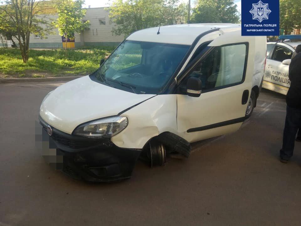 В Харькове пьяный водитель авто «Fiat» сбил пешехода, врезался в припаркованную машину и въехал в бордюр, - ФОТО, фото-1
