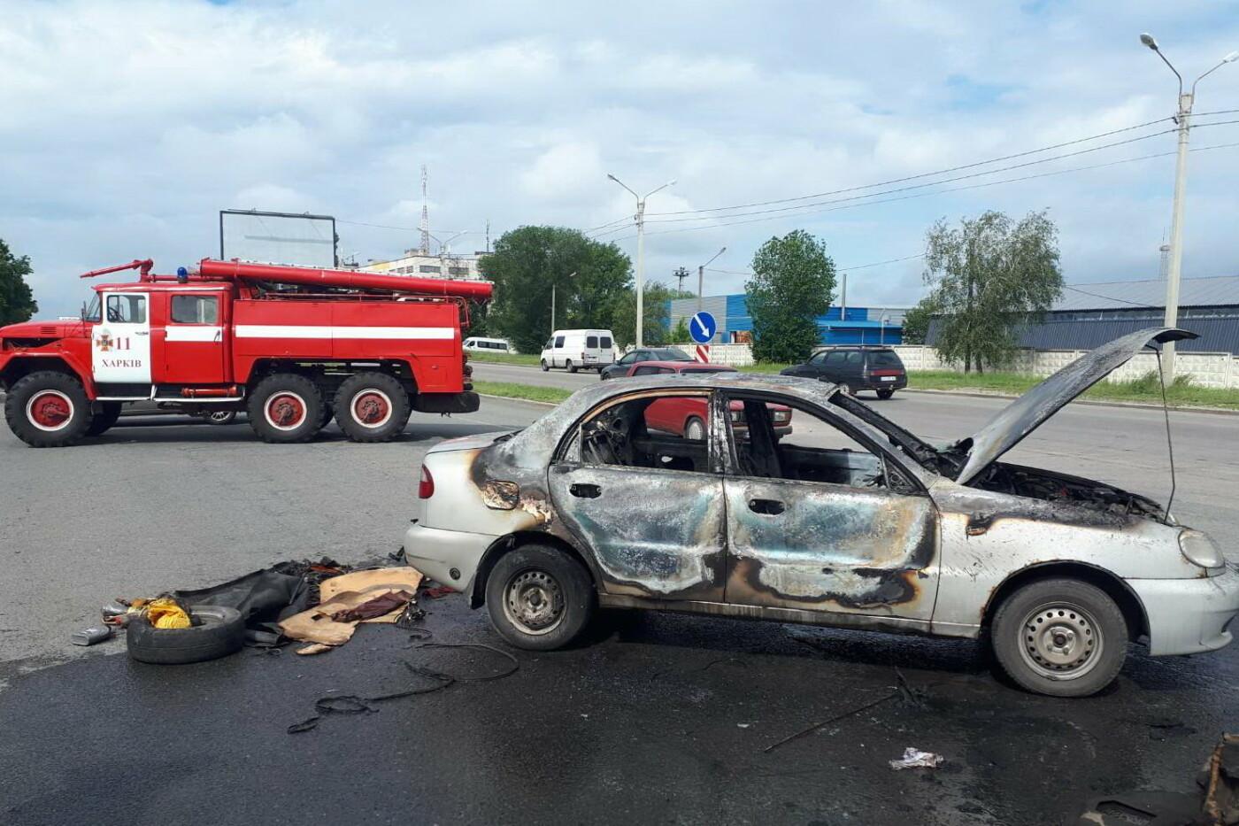 В Харькове во время движения загорелся легковой автомобиль: водитель получил ожоги, - ФОТО, фото-2
