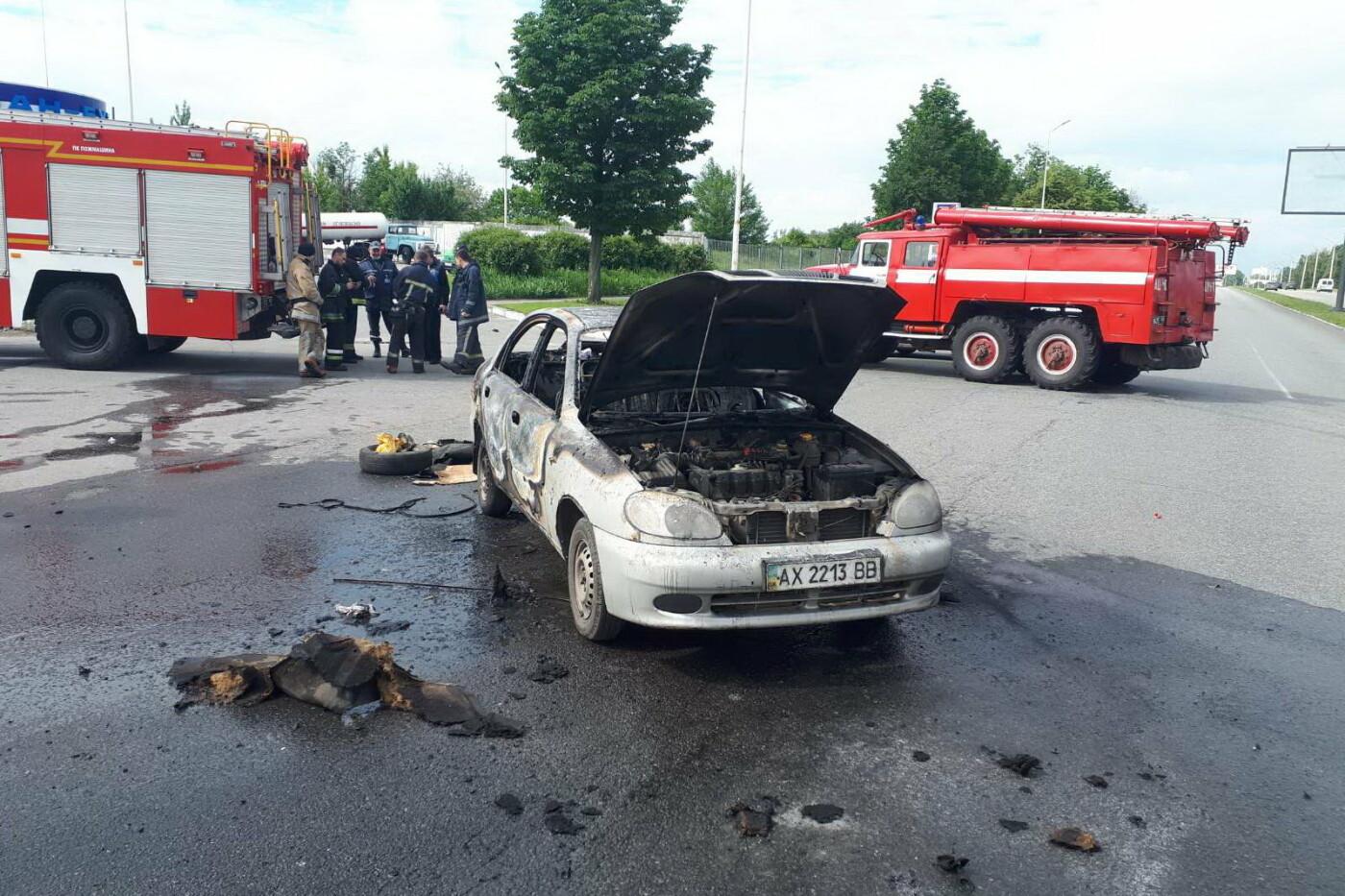 В Харькове во время движения загорелся легковой автомобиль: водитель получил ожоги, - ФОТО, фото-3