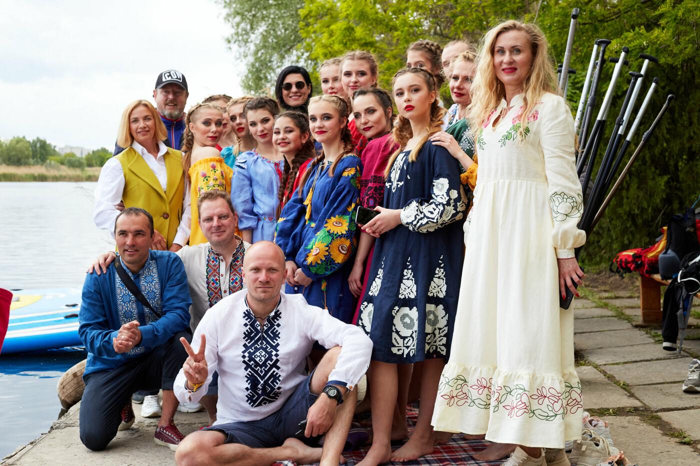 Перший в Україні фешн-показ на воді «Вишиванки на воді», фото-1