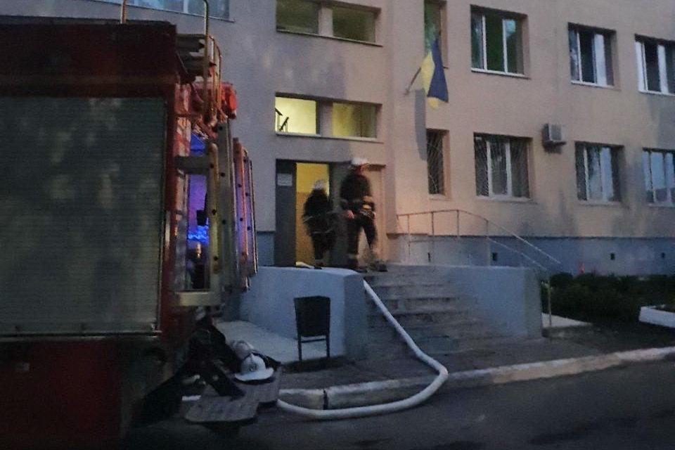 На Харьковщине из-за сильного задымления спасатели эвакуировали девять пациентов больницы, - ФОТО, фото-2