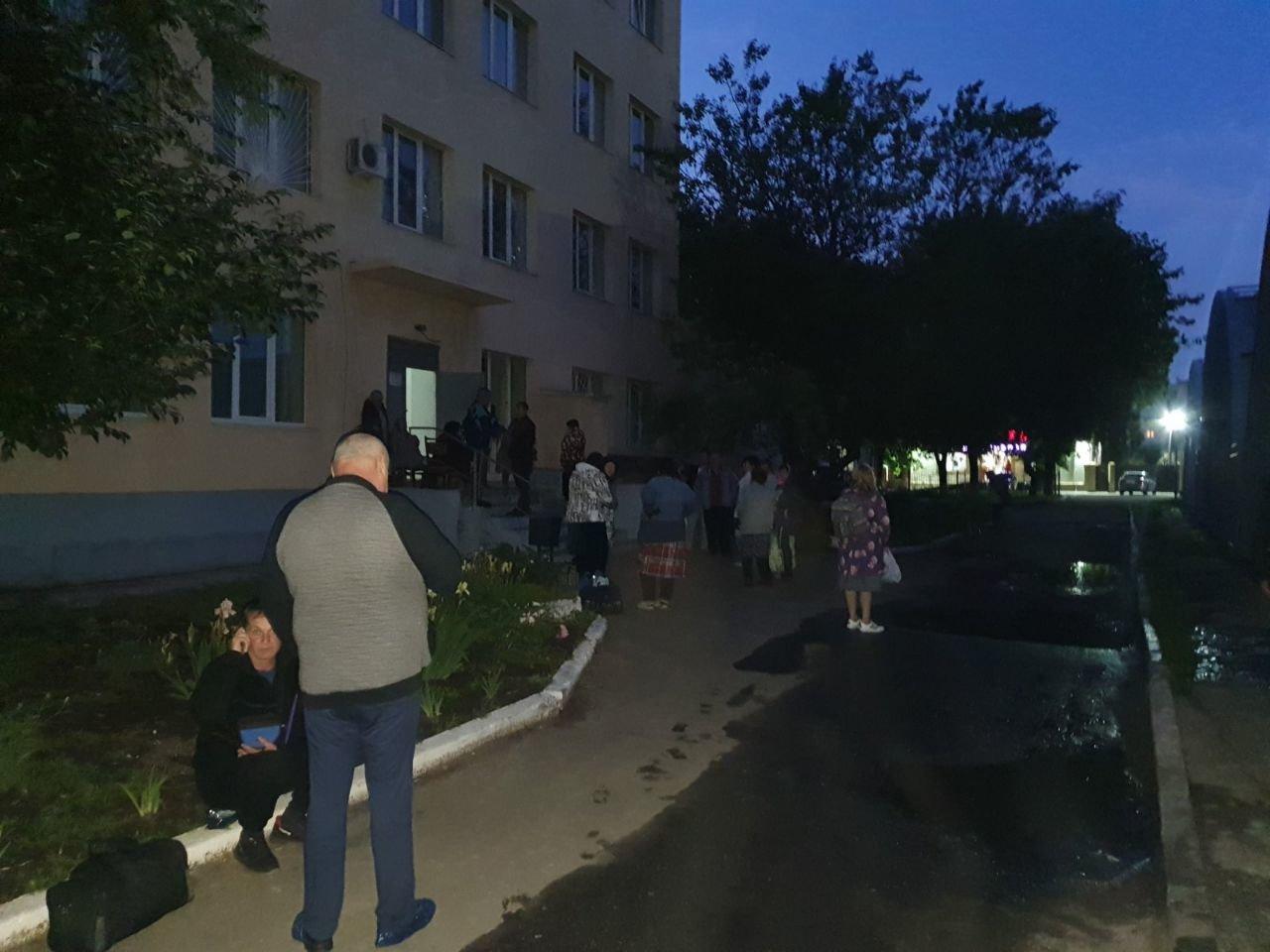На Харьковщине из-за сильного задымления спасатели эвакуировали девять пациентов больницы, - ФОТО, фото-1