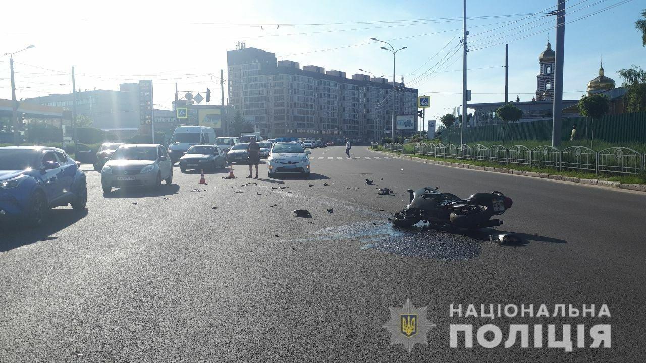 На Клочковской мотоциклист попал в аварию. Его пассажиру едва не оторвало ногу, - ФОТО, фото-2