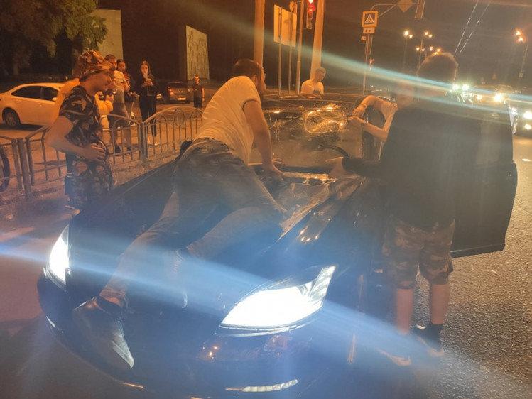 На Мемориале элитный Mercedes устроил ДТП и пытался задавить свидетелей, - ФОТО, фото-3