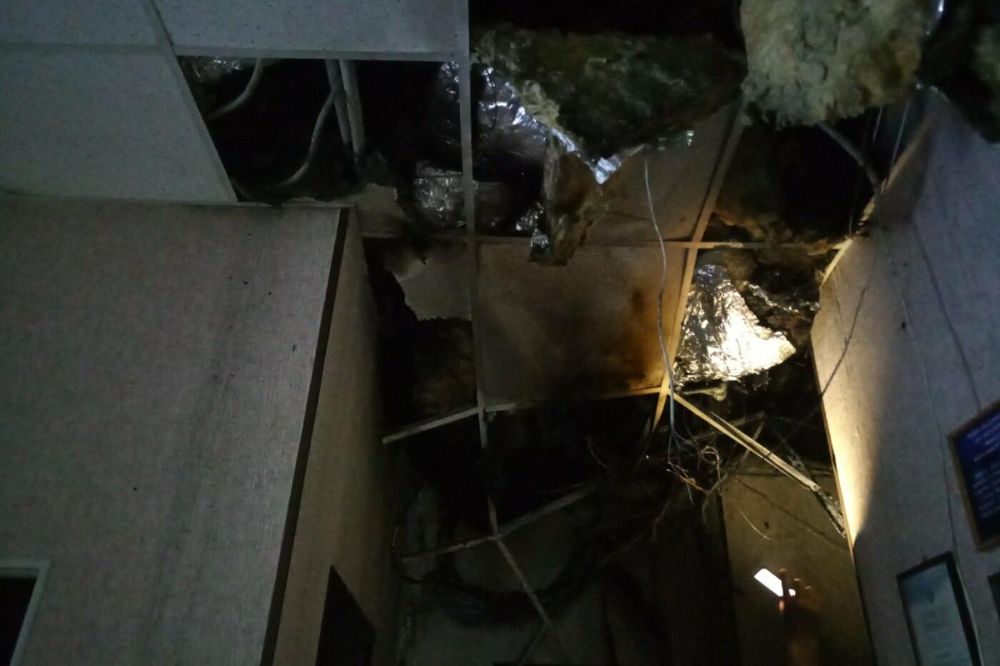 В Харькове горело офисное здание. Спасатели эвакуировали 30 человек, - ФОТО, фото-1