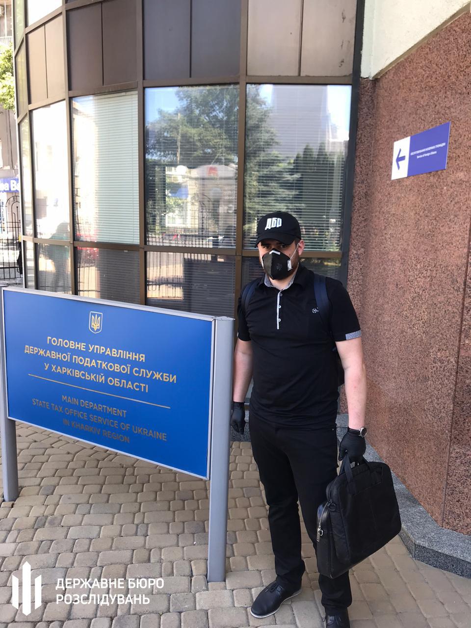 В Харькове силовики проводят обыски в налоговой: два чиновника подозреваются в халатности, - ФОТО, фото-4