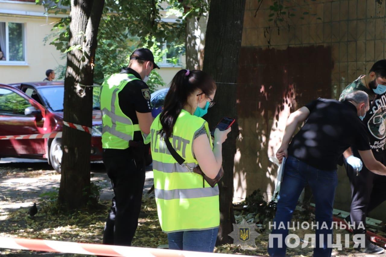 Полиция устанавливает личность убитого, которого нашли завернутым в ковер на ХТЗ, - ФОТО, фото-2