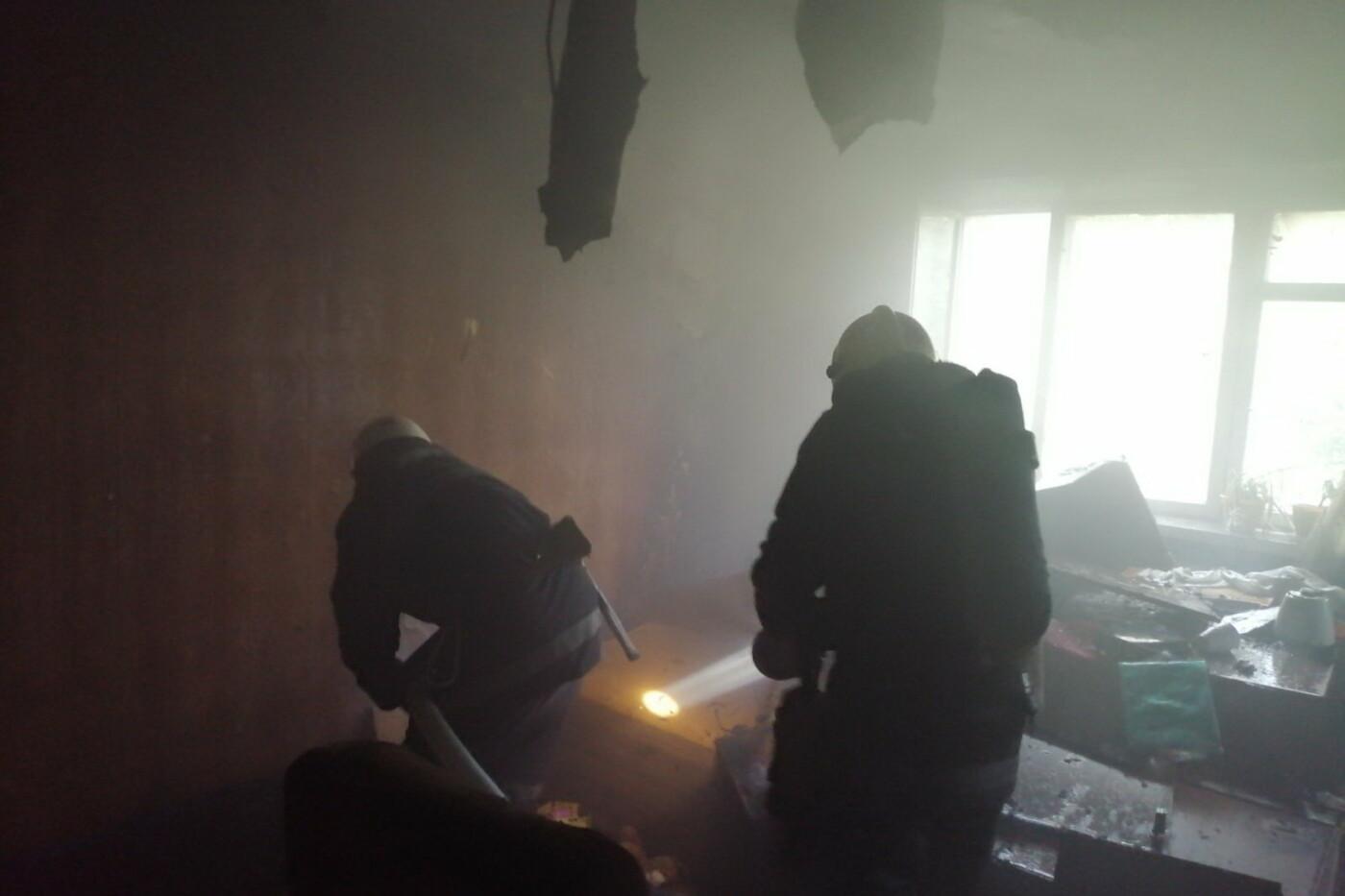 В Харькове спасатели эвакуировали два человека из горящей «пятиэтажки», - ФОТО, фото-1
