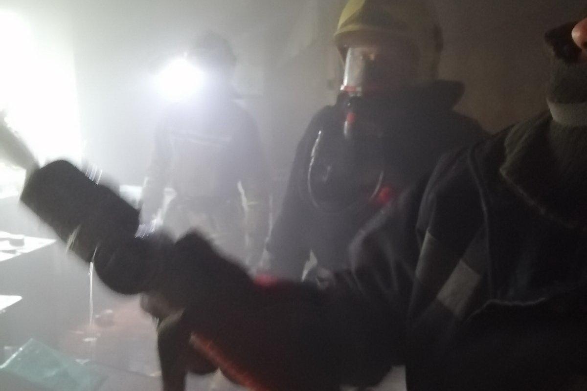 В Харькове спасатели эвакуировали два человека из горящей «пятиэтажки», - ФОТО, фото-2