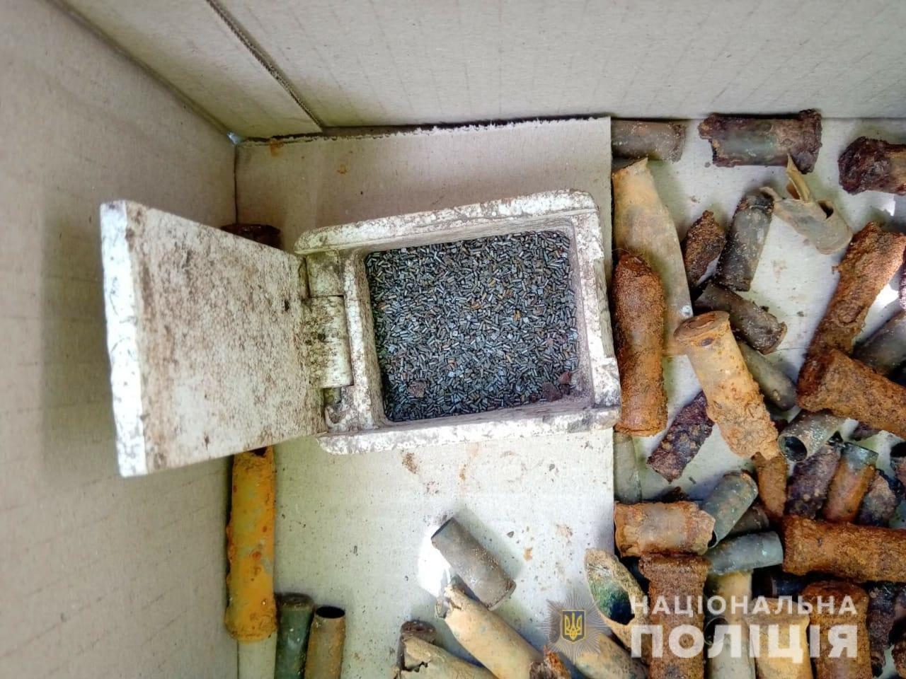 На Харьковщине силовики разоблачили местного жителя, хранившего в доме боеприпасы, - ФОТО, фото-4