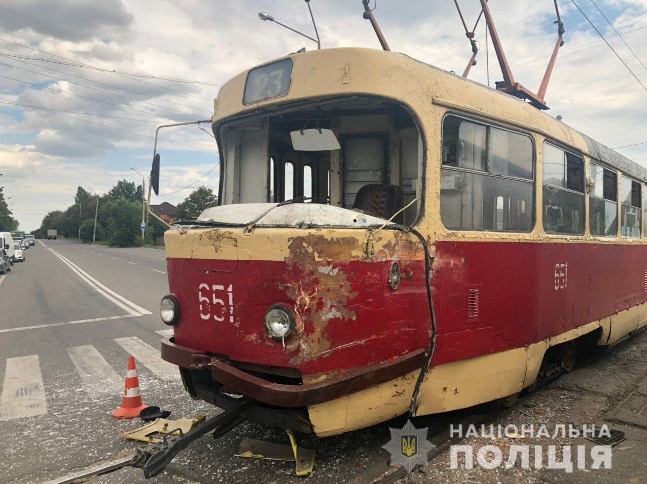 В Харькове бензовоз столкнулся с трамваем. Пострадала водитель, - ФОТО, фото-3