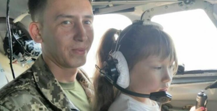 Губернатор Алексей Кучер помог вдове погибшего пилота АН-26 устроить дочь в харьковскую школу, фото-2