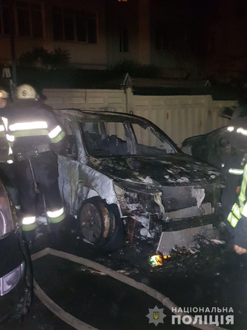 Сгоревшие авто возле охраняемой парковки в Харькове: в полиции рассказали подробности, - ФОТО, фото-1