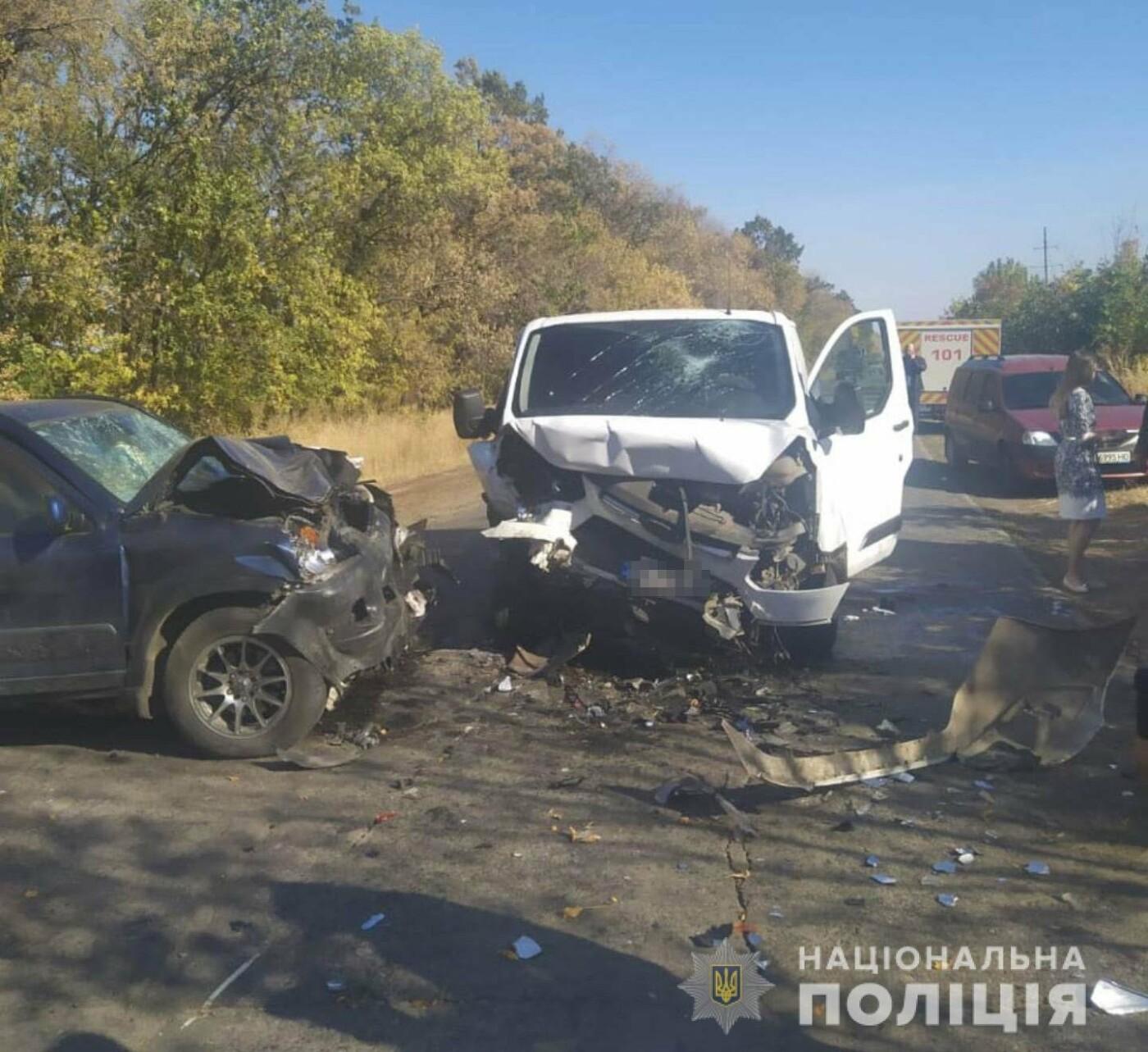 Под Харьковом автобус врезался в легковое авто. Один из пассажиров погиб, - ФОТО, фото-3