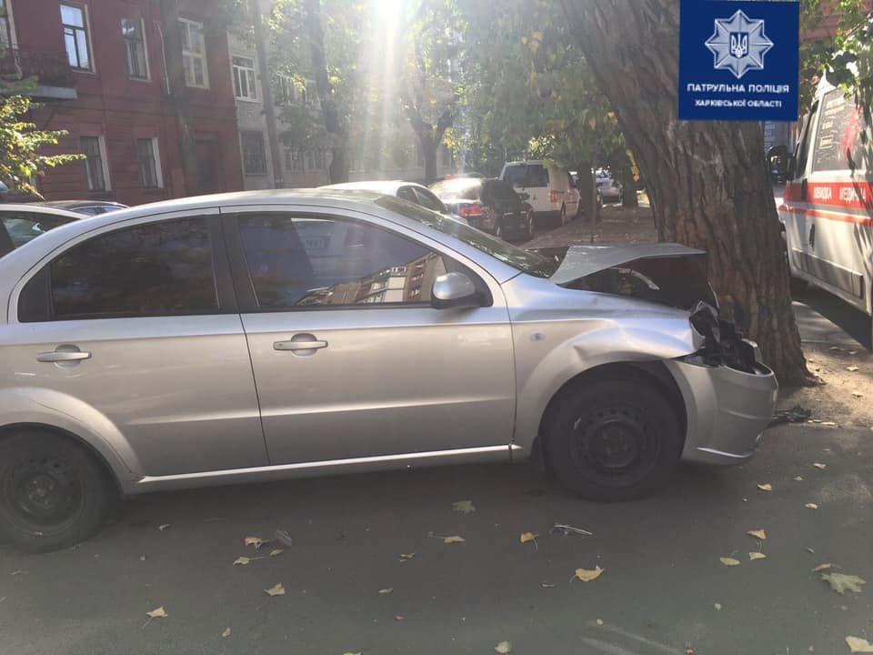 В Харькове столкнулись два легковых авто: одна из машин перевернулась, пять человек в больнице, - ФОТО, фото-2