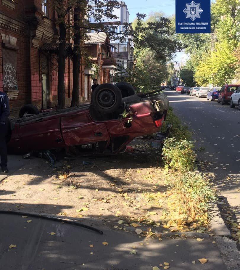 В Харькове столкнулись два легковых авто: одна из машин перевернулась, пять человек в больнице, - ФОТО, фото-1