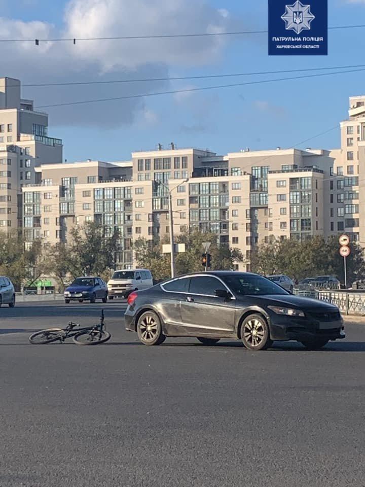 В Харькове велосипедист попал под колеса легковой машины: пострадавший в больнице, - ФОТО, фото-1