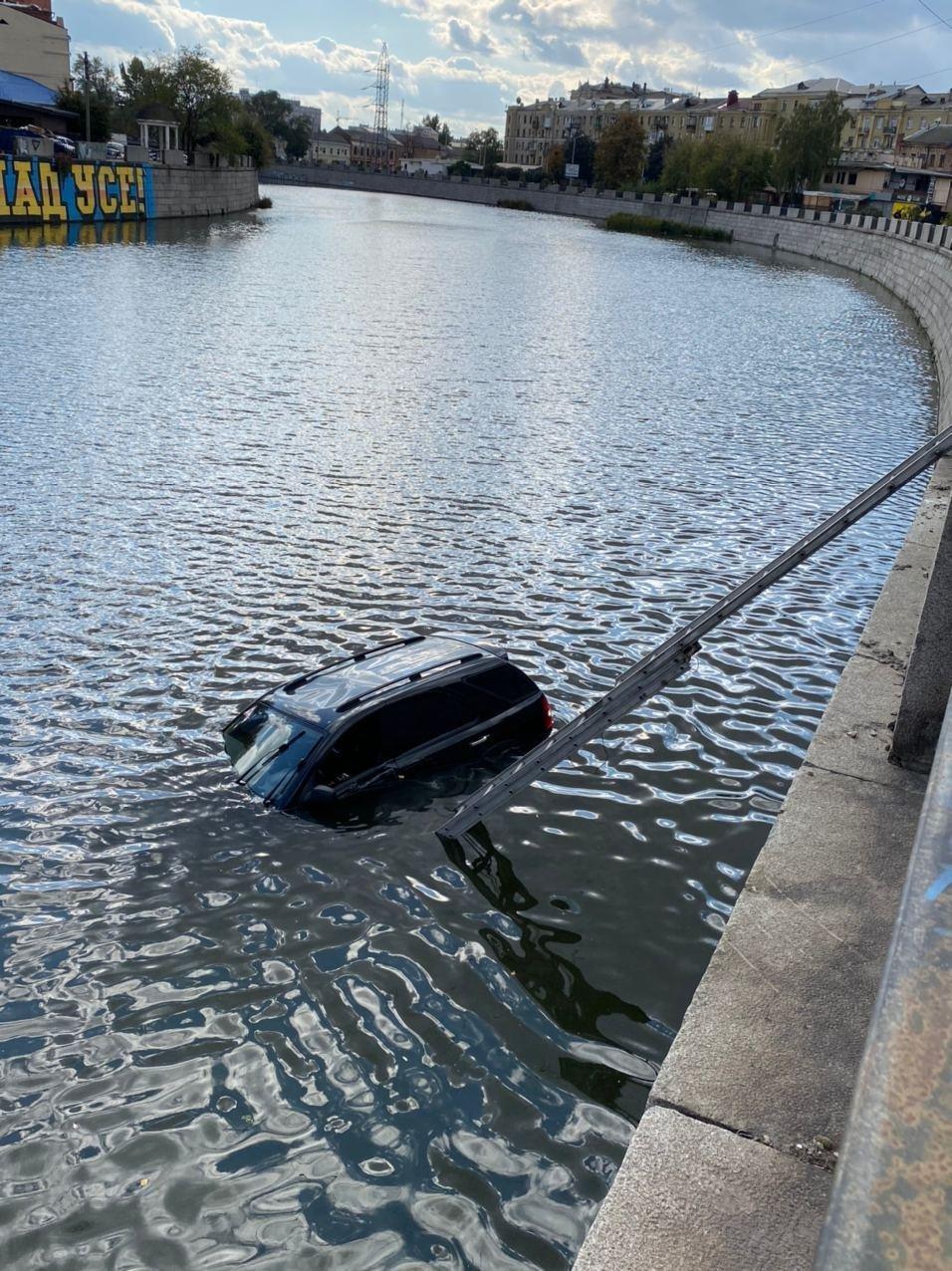 В Харькове авто упало в реку, - ФОТО, фото-2