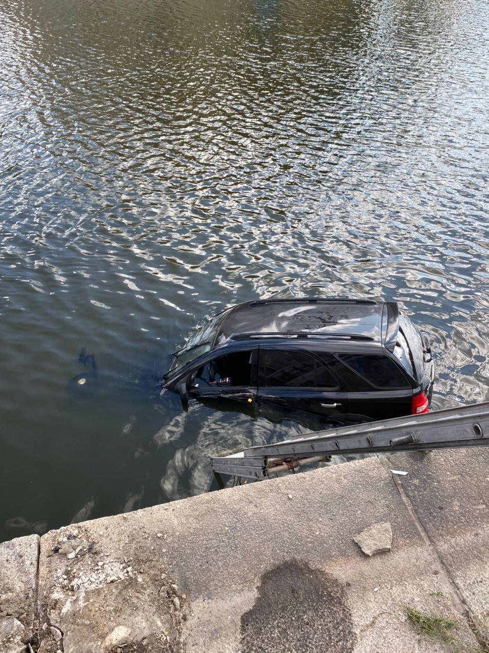 В Харькове авто упало в реку, - ФОТО, фото-3