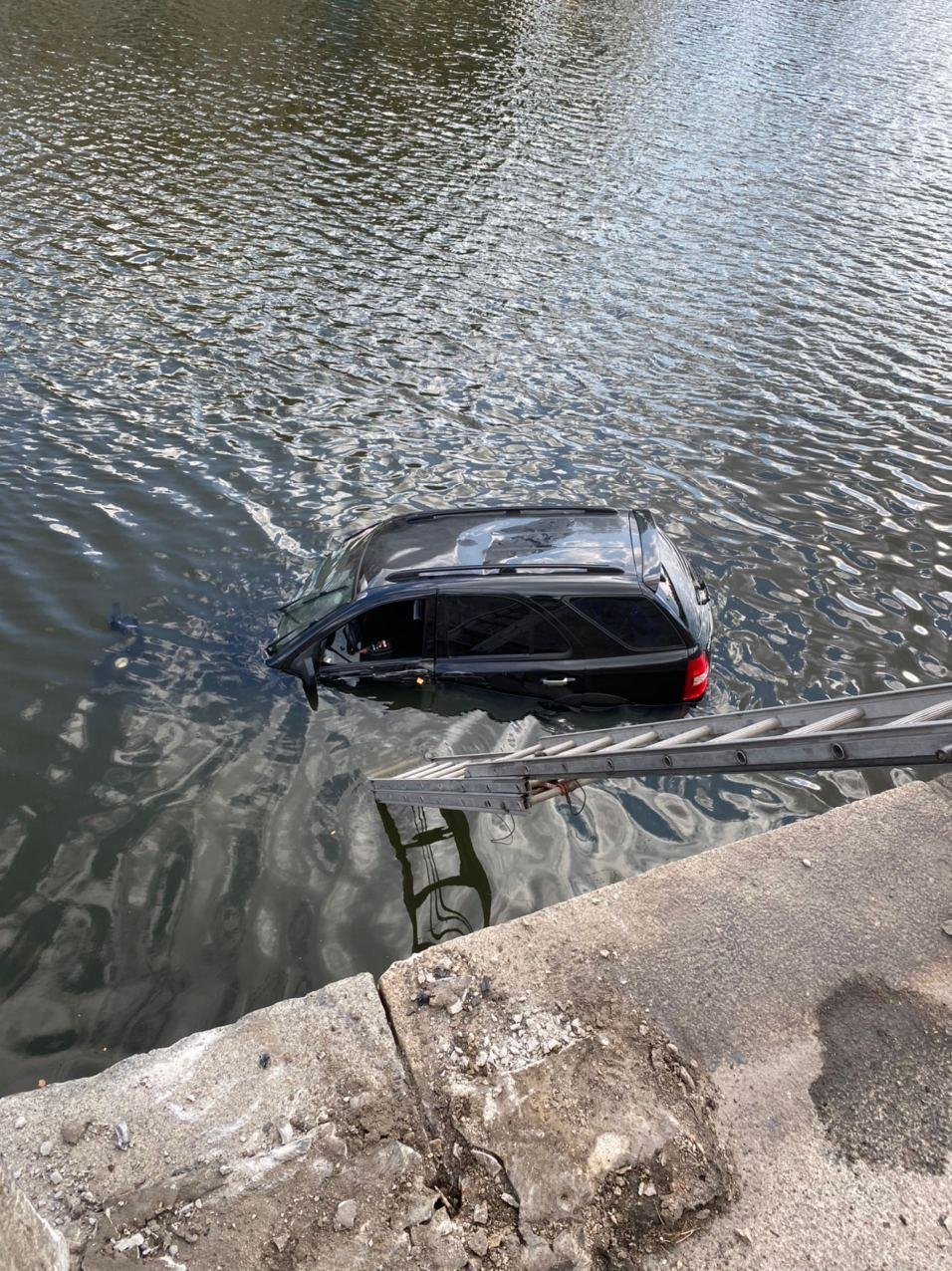 В Харькове авто упало в реку, - ФОТО, фото-4