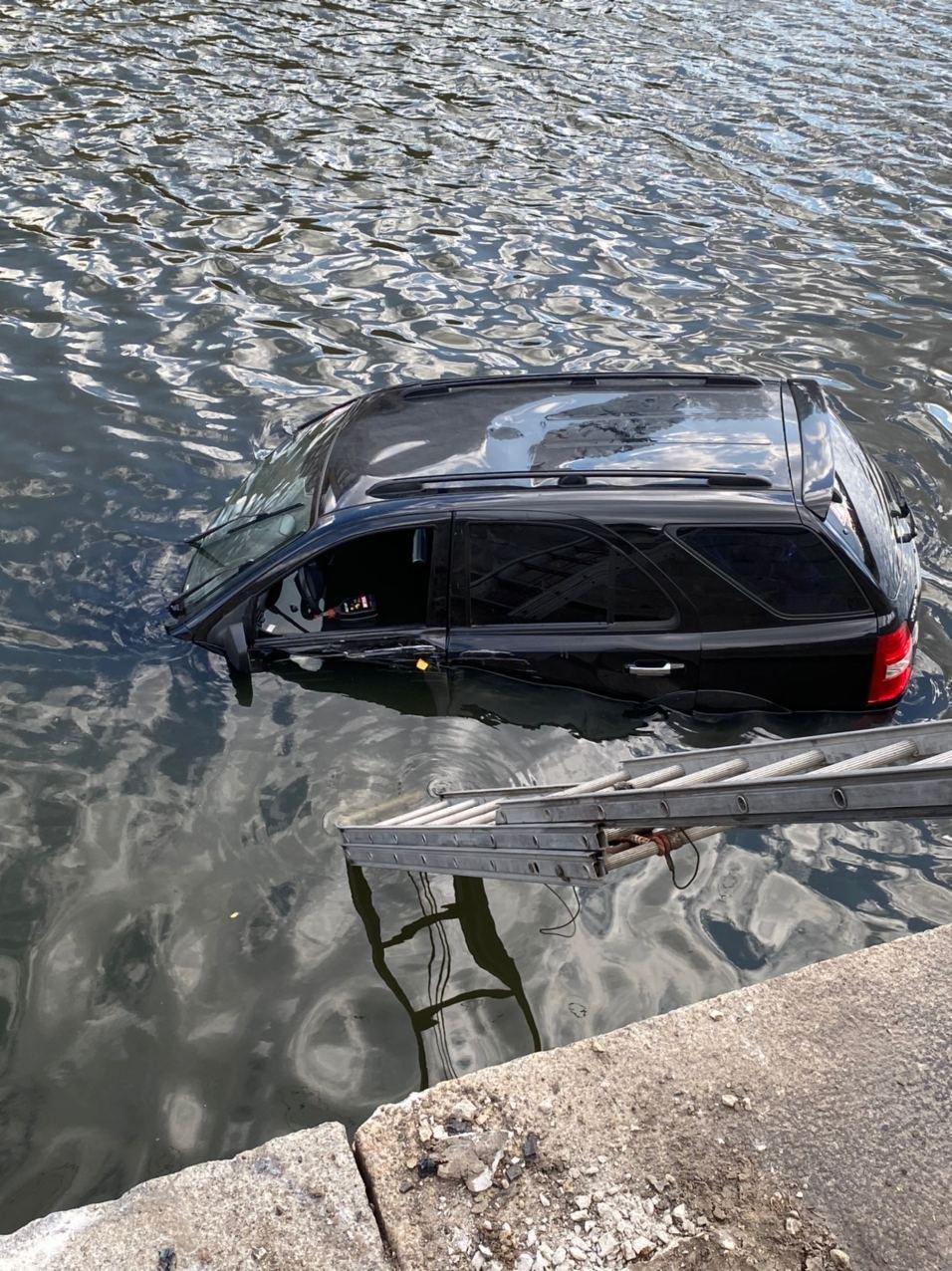 В Харькове авто упало в реку, - ФОТО, фото-5