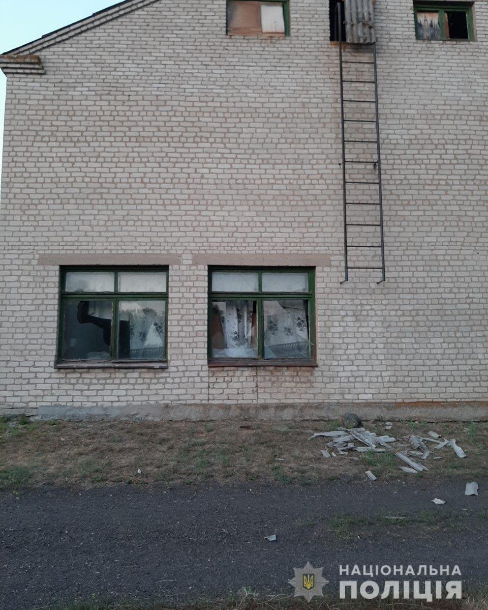 Пьяный харьковчанин разбил окна школы и угрожал учителям расправой, - ФОТО, фото-1