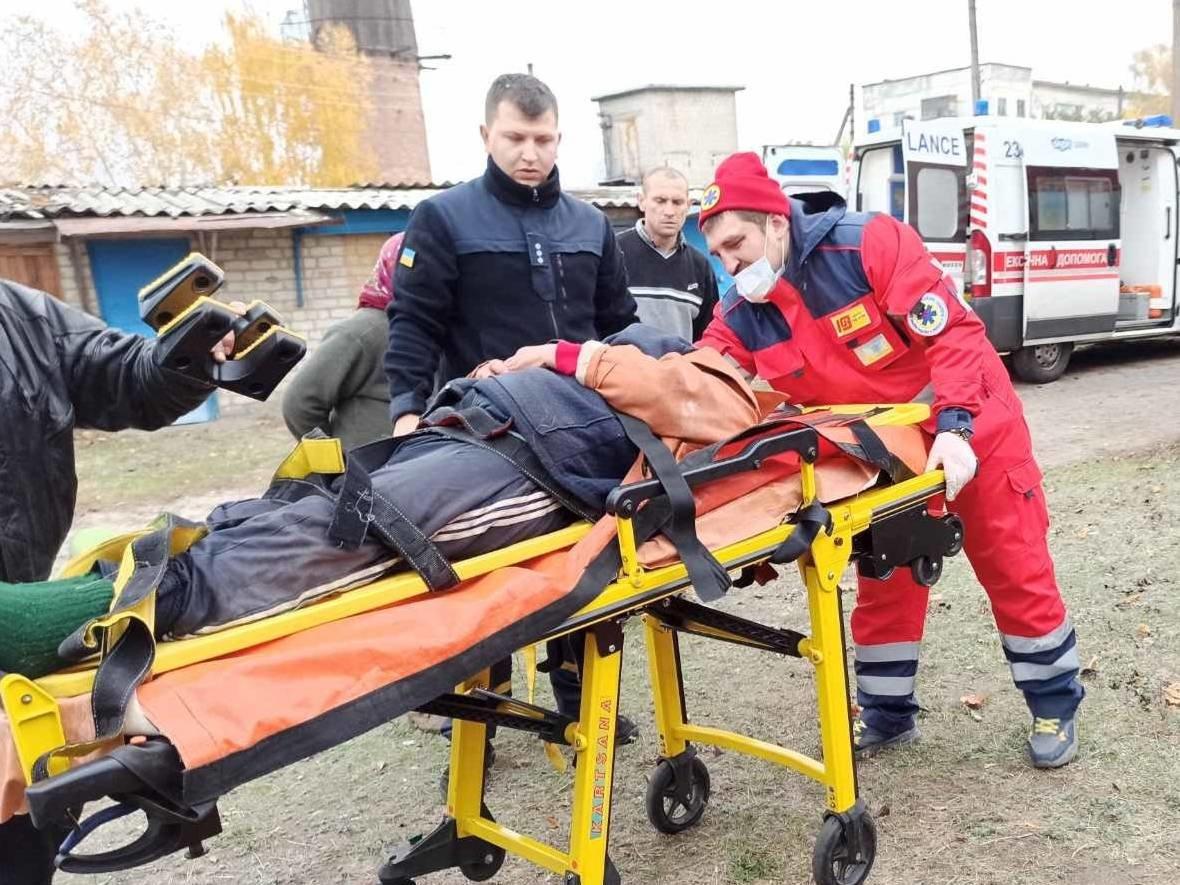 Харьковские спасатели помогли пенсионерке, которая упала в погреб, - ФОТО, фото-2